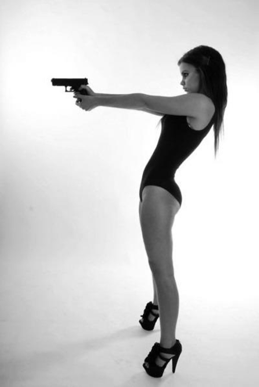Hot_Sexy_Girl_Gun_Nude_4