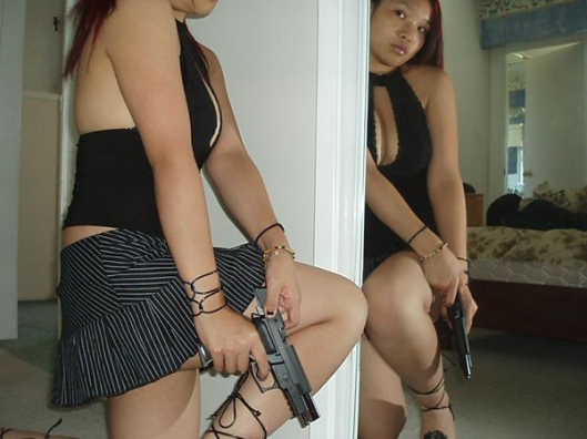 Hot_Sexy_Girls_Guns_Nude_8